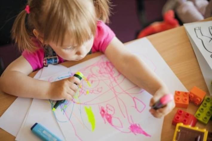 معنا و مفهوم نقاشی ها و خط خطی های کودک شما چیست؟