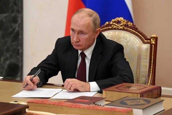 ولادیمیر پوتین سند تمدید پیمان استارت نو را امضا کرد