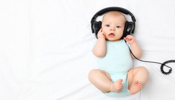 نوزادان از کی می شنوند؟ پیش از تولد یا پس از آن؟