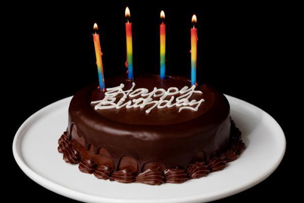 طرز تهیه کیک تولد شکلاتی به 6 روش