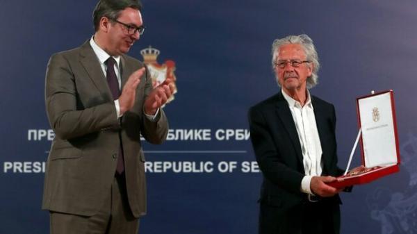 ادامه حواشی نوبل با اعطای یک جایزه به هاندکه