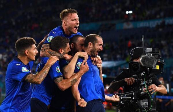 ایتالیای مانچینی، همچنان شکست ناپذیر، آتزوری نخستین فینالیست یورو 2020